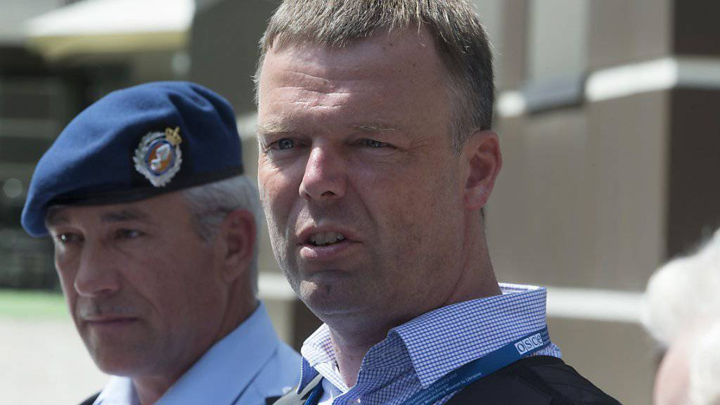 OSZE-Vertreter Hug regte angesichts der andauernden Probleme in der Ostukraine ein neues Abkommen an, in dem die drängendsten Fragen geregelt werden könnten. (Archiv)