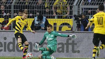 Marco Reus im Duell mit Schalke-Goalie Timon Wellenreuther