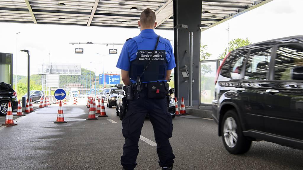 Glarner Regierung gegen Quarantäne für Einreisende