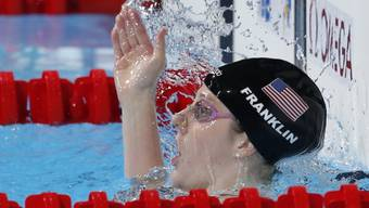 Missy Franklin jubelt über ihre fünfte Goldmedaille in Barcelona