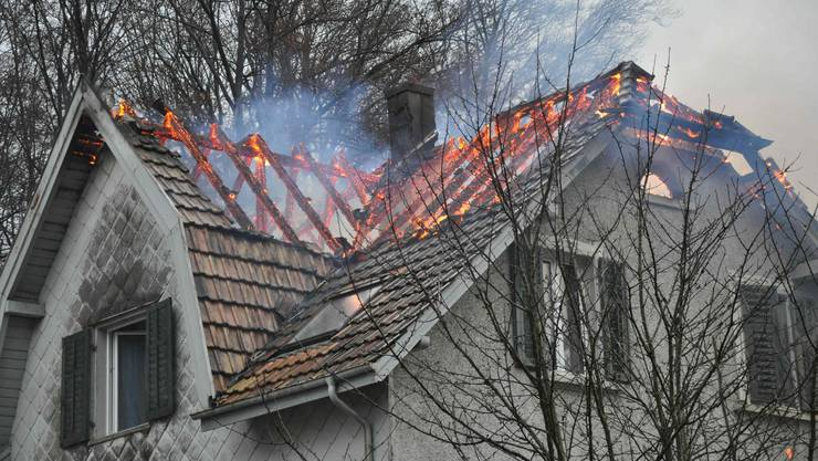 Beim Brand zwischen Starrkirch-Wil und Olten entstand grosser Sachschaden. (pks)
