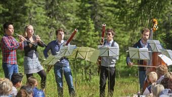 Verspielte Kammermusik in den Bündner Alpen: Das Davos Festival präsentiert über 60 Konzerte in Natur und Stadt, draussen und drinnen.
