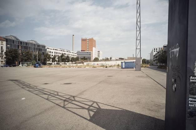 Eigentlich sollte die Fläche bereits seit zwei Jahren fertig bebaut sein. Doch das Projekt verzögert sich.