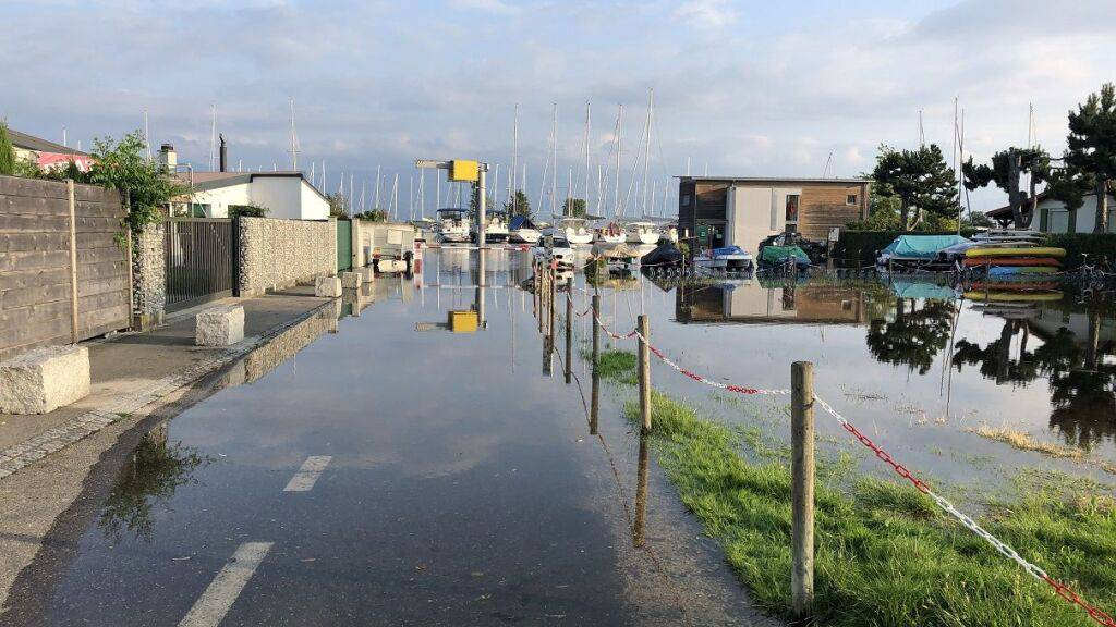 Mehrere Kantone und die Lebensrettungsgesellschaft warnen nach dem Hochwasser vor einem Sprung ins kühle Nass.