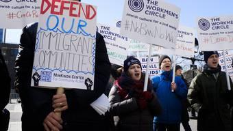 Am 26. Januar gingen Menschen in New York auf die Strasse, um gegen die Einreisesperren zu demonstrieren.