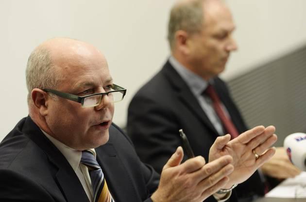 Oberjugendanwalt Marcel Riesen und Justizdirektor Martin Graf an einer denkwürdigen Medienkonferenz im Jahr 2014. Riesen ist noch im Amt. Graf wurde abgewählt.