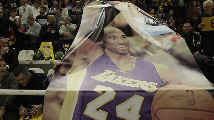 Die Kleider und Schuhe des legendären Basketball-Spielers Kobe Bryant werden versteigert. (Archivbild)