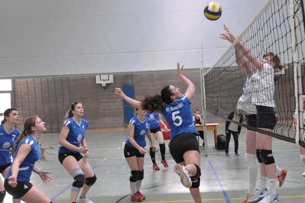 Die Allschwiler Spielerinnen um Lorena Marglotta (Nr. 5) waren gegen Fribourg oft zum Zuschauen verdammt