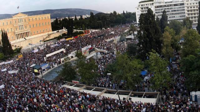 Protestierende Massen in Athen