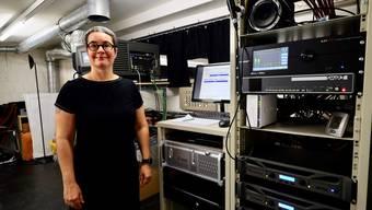 Vom Rattern des Projektors zum Rauschen der Computer-Lüftungen: Melanie Frick hat die Digitalisierung im kult.kino Atelier mitgemacht.