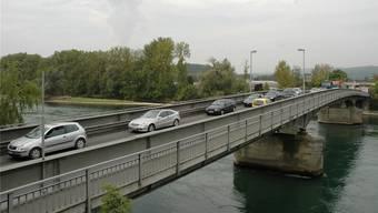 Die Vollsperrung der Rheinbrücke bei Koblenz wird massive Auswirkungen auf die Verkehrsflüsse im Zurzibiet haben. (Archiv)