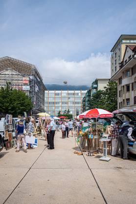 Kunstverkauf aus dem Kofferraum, Grenchen Marktplatz