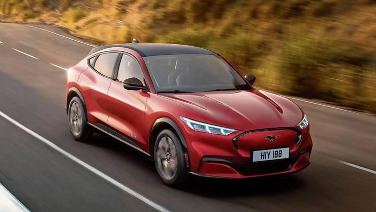 Mustang nimmt mit dem Mach-E den inneramerikanischen Kampf gegen Tesla auf. Bild: zvg