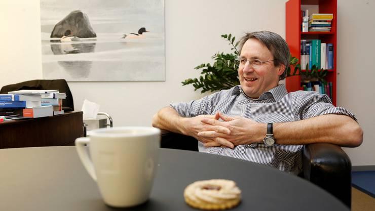 Schaut täglich in menschliche Abgründe und hat dabei das Lachen nicht verloren: Adrian Fröhlich.