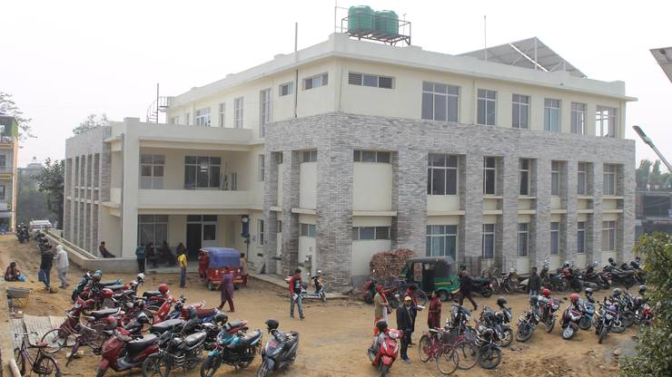 So sieht der neue Trakt des Spitals in Ratnanagar aus. Derzeit verfügt es über 15 Betten, bald sollen es aber deren 50 sein.