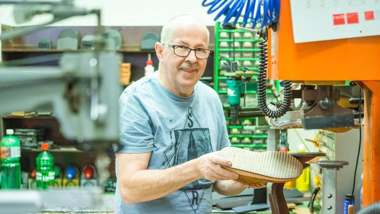 35 Jahre hat Beat Simmen in seiner Werkstatt im «Müli Märt» Schuhe geflickt und Schlüssel nachgemacht.