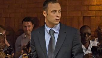 Pistorius im Gerichtssaal, begleitet von zahlreichen Pressefotografen