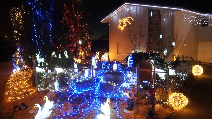 Seit 22 Jahren verwandeln 20'000 LED-Lämpchen und sechzig Figuren das Haus und Vorgarten von Thomas Fürbringer in Uitikon in ein gigantisches Lichtspektakel