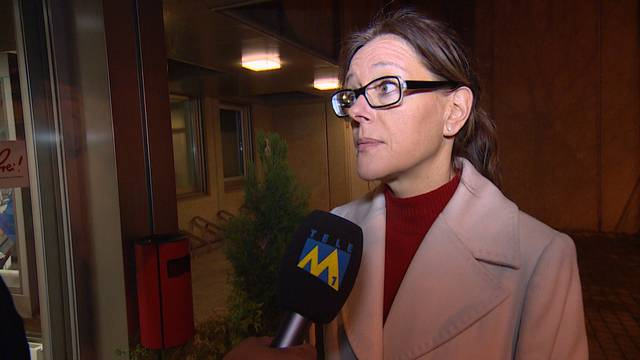 Fiona Strebel, Sprecherin der Staatsanwaltschaft, gibt Auskunft über die neusten Erkenntnisse und Fakten zur Bluttat von Rupperswil (Tele M1, 23.12.2015)