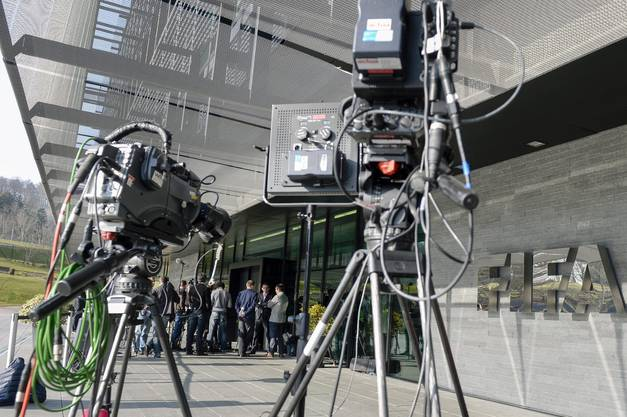 Grosses Medien-Interesse beim FIFA-Hauptsitz in Zürich