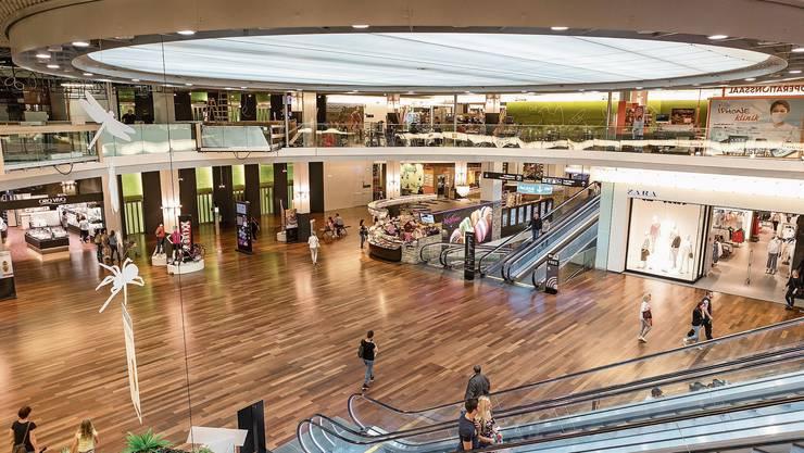 Blick ins Shoppi Tivoli, das umsatzmässig zweitgrösste Einkaufszentrum der Schweiz.