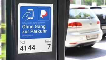 In Arlesheim ist das Bezahlen der Parkgebühren per Smartphone seit einem Jahr möglich.