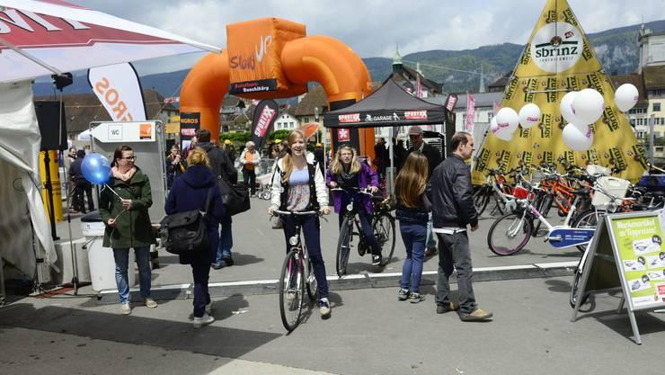 Der Kreuzackerplatz in Solothurn ist Ziel und Start des slowUp Solothurn-Buechibärg