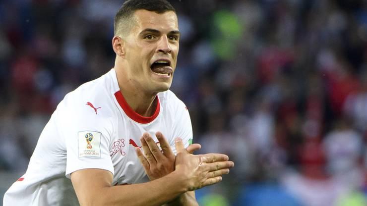 Xhaka und Shaqiri drohten wegen der Geste im Spiel gegen Serbien Ärger. Zwei Monate später dann die grosse Befreiung: Das Team entschuldigte sich an einer Medienkonferenz für die Geste.