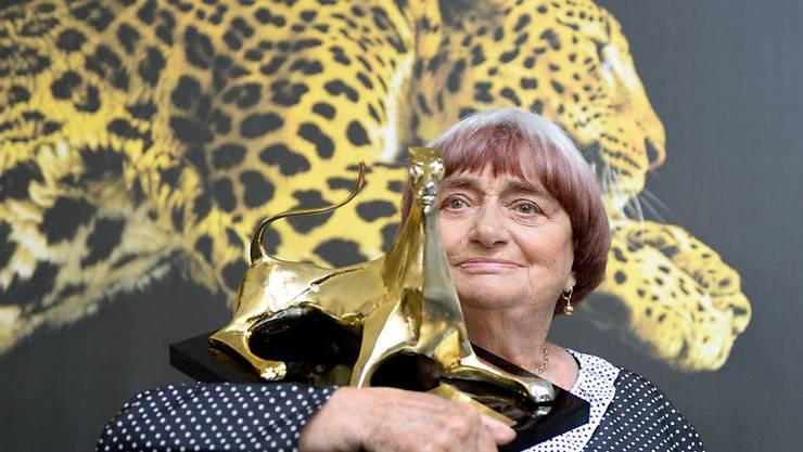 Agnès Varda 2014 am Filmfestival in Locarno: Die französische Regisseurin erhielt damals den Ehrenleoparden überreicht. (KEYSTONE/Urs Flueeler)