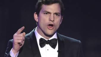 Moderator Ashton Kutcher eröffnete am 29. Januar 2017 die Übertragung der SAG-Awards, bei denen Hollywood-Grössen gegen Trumps Einreiseverbot für Muslime protestierten.