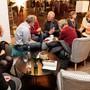 Die Freiwilligen standen im Stadtcafé allen Interessierten Rede und Antwort.