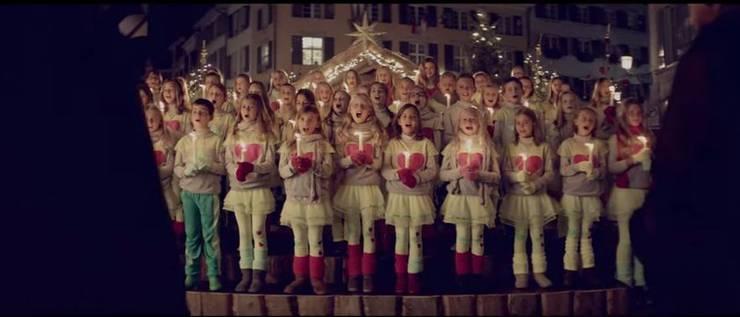 Die «Schwizergoofe» singen auf dem Märetplatz.
