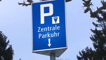 In Baden soll Parkieren bald teurer werden: Um bis zu 25 Prozent schlägt die Parkgebühr auf. Gerecht oder nicht? Es herrscht Uneinigkeit.