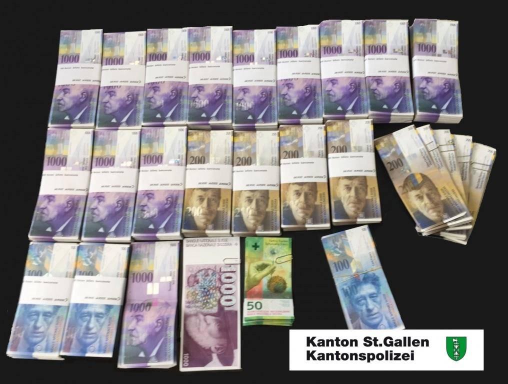 Bargeld im Wert von über 1,3 Millionen Franken... (© Kantonspolizei St.Gallen)