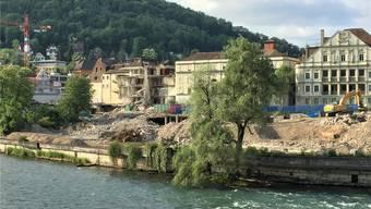 Derzeit wird der «Staadhof» (l.) abgerissen. ces