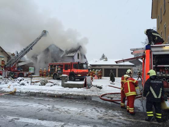 Brand an der Aarauerstrasse in Reinach am Sonntagmorgen