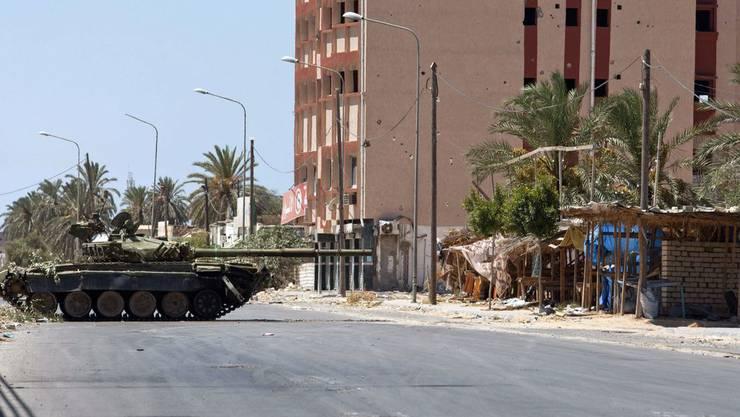 Dieser Panzer gehörte einst Gaddafi und ist jetzt im Besitz der Rebellen