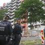 Die deutsche Polizei durchsucht nach dem Fund von hochgiftigem Rizin ein Hochhaus in Koeln  (KEYSTONE/DPA/Oliver Berg)