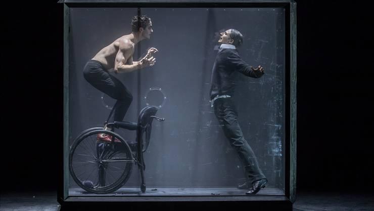 «Ich bin der Geist, der stets verneint»: Mephisto (William Moore, links) sucht Faust (Jan Casier) heim. Gregory Batardon