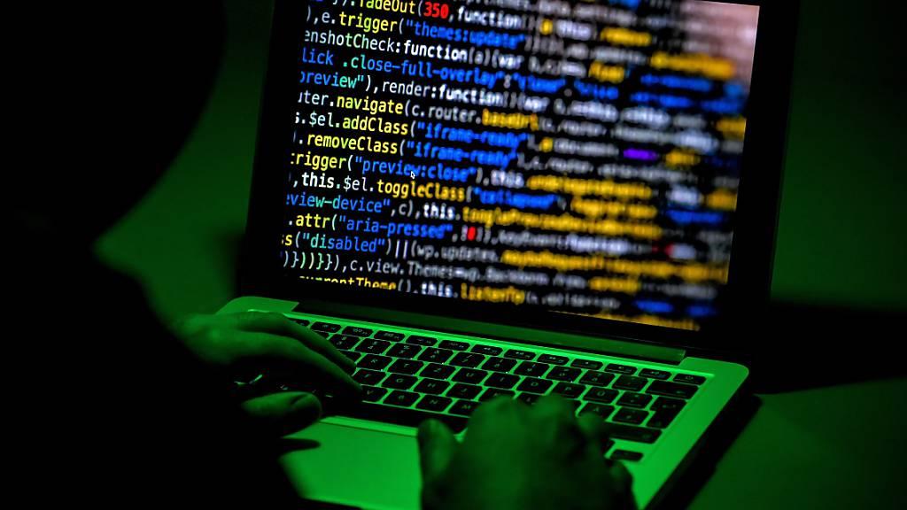 Die Webseite der ukrainischen Marine ist von einem Hacker angegriffen worden. (Symbolbild)