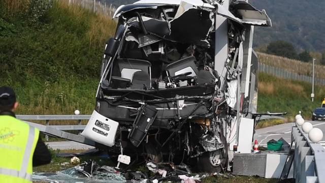 Car-Unfall: 13 Verletzte - Polizei korrigiert Todesmeldung