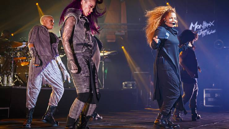 Janet Jackson und ihre Tänzer. (KEYSTONE/Valentin Flauraud)