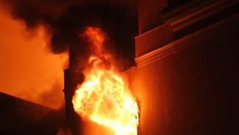 Flammen und Rauch (Symbolbild)