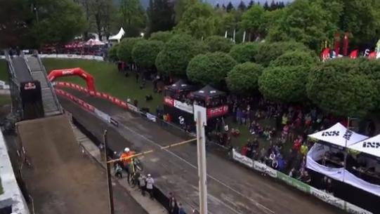 Ist dieser Sprung mit einem Bike ein neuer Weltrekord?