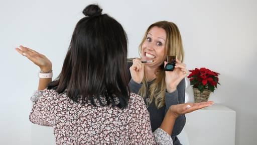 Sara macht's und schminkt Vanessa