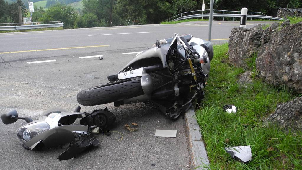 28-jähriger Motorradfahrer in Steinen schwer verletzt