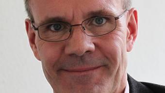 Brian Martin hat sein Medizinstudium an der Universität Basel 1990 abgeschlossen und 1996 in Harvard einen Master in Public Health erworben.