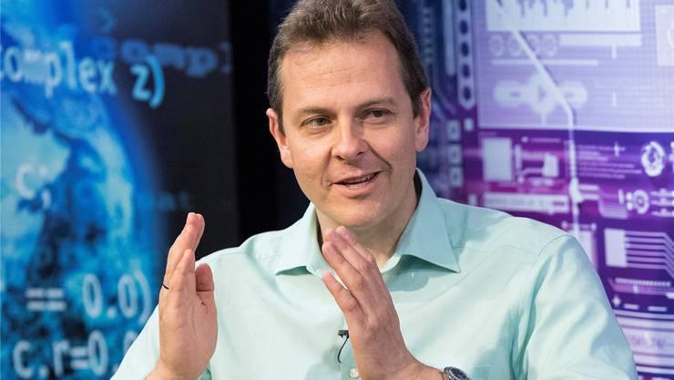In der Talkshow «Wissenschaft persönlich» hat Michael Butter die Macht von Verschwörungstheorien erläutert.