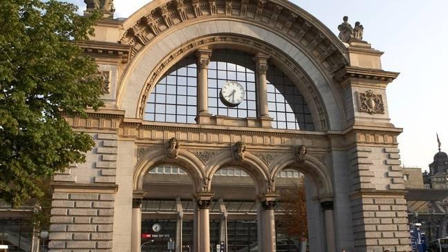 Das alte Hauptportal des Luzerner Bahnhofs