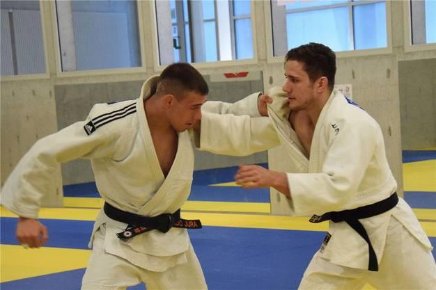 Er gehört zu den weltbesten Judoka: Für Ciril Grossklaus (rechts), hier mit Jonathan Schindler, ist das Ticket für die Olympischen Spiele zum Greifen nah.